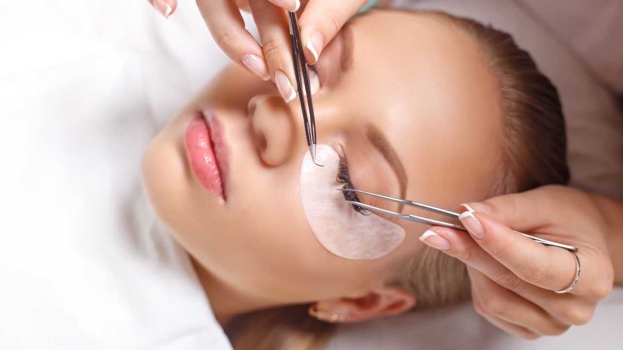 steps on how to remove eyelash extensions