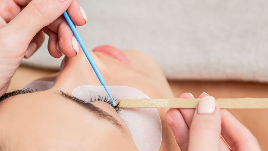 taking off lash extension